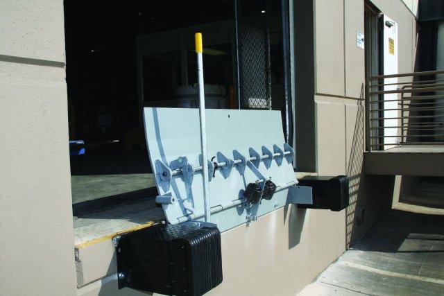 Serco Mechanical Edge-of-Dock Leveler